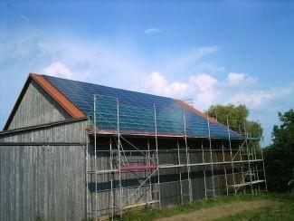 Solarzellen auf einer Scheune